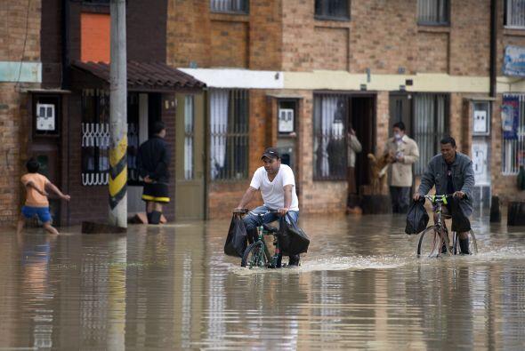 La ayuda por parte del Ejército Nacional y la Fuerza Aérea Colombiana co...