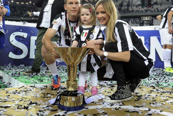 Stephan Lichtsteiner con su esposa y su hija.
