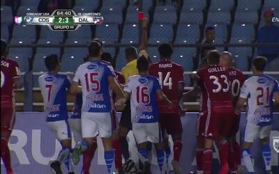 Expulsión!! El árbitro saca la roja directa a René Mauricio Maltes Obregón