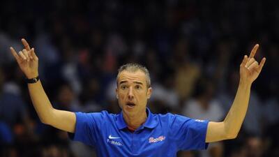Paco Olmos, técnico de la selección nacional de baloncesto de Puerto Rico.