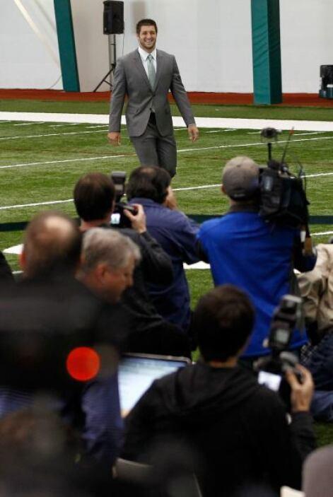 La sala de prensa de los New York Jets estaba abarrotada de medios de co...