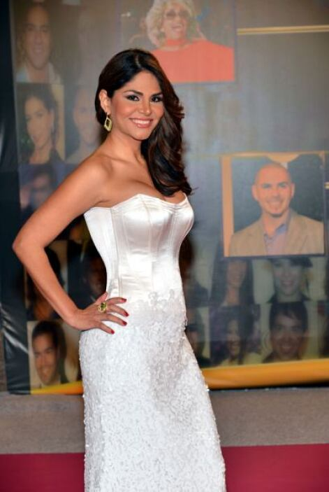Natalia Cruz radiante de blanco.