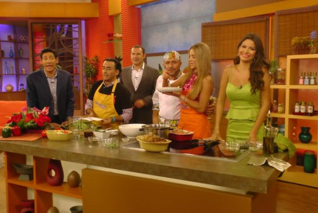 Con tan buen olor, la cocina se llenó de invitados inesperados, que esta...