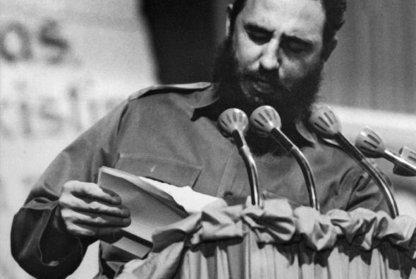 La versión según la cual Fidel Castro abrigaba un motivo para permitir o...