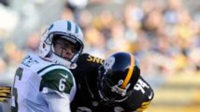 Lawrence Timmons y la defensiva de los Steelers dominaron a Mark Sánchez.