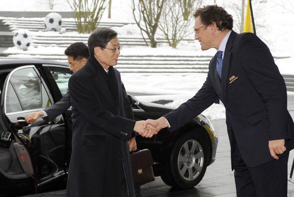 El primer ministro de Corea del Sur, Kim Hwang-Sik, llegó temprano al ed...