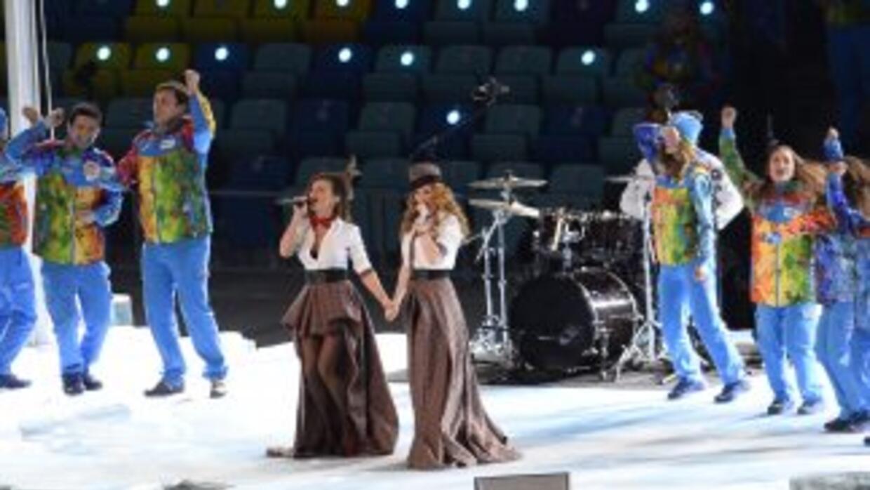 El dúo de intérpretes rusas cantaron en la inauguración de los Juegos Ol...