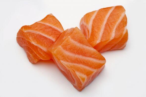 Pescado: El salmón, el atún y otros peces de agua fría tienen Omega-3, u...