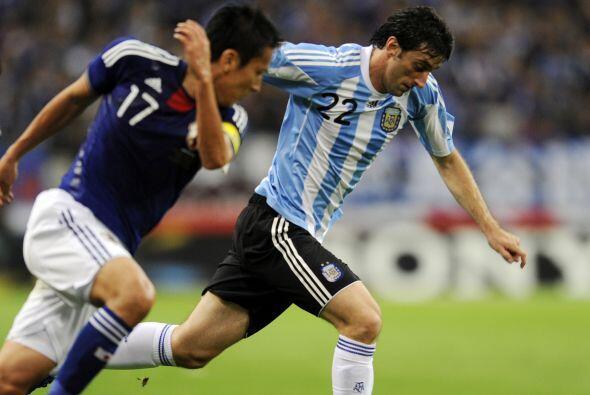 Diego Milito jugó poco porque tuvo que ser reemplazado por una mo...