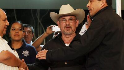 Hipólito Mora se entregó a las autoridades