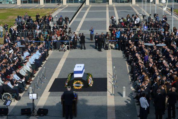 La ceremonia, de dos horas de duración, se celebró ante cientos de invit...