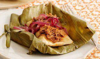 Tamales de cerdo con cebollas encurtidas: Un platillo típico de l...