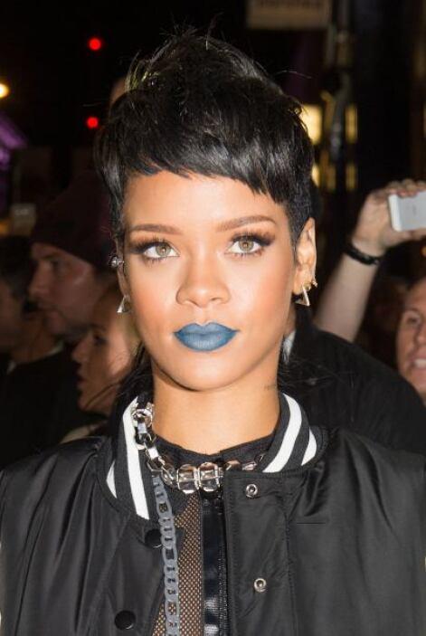 - Rihanna, no precisamente hispana aunque originaria de la isla caribeña...