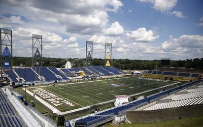 Las condiciones del terreno de juego del estadio en Canton no fueron las...