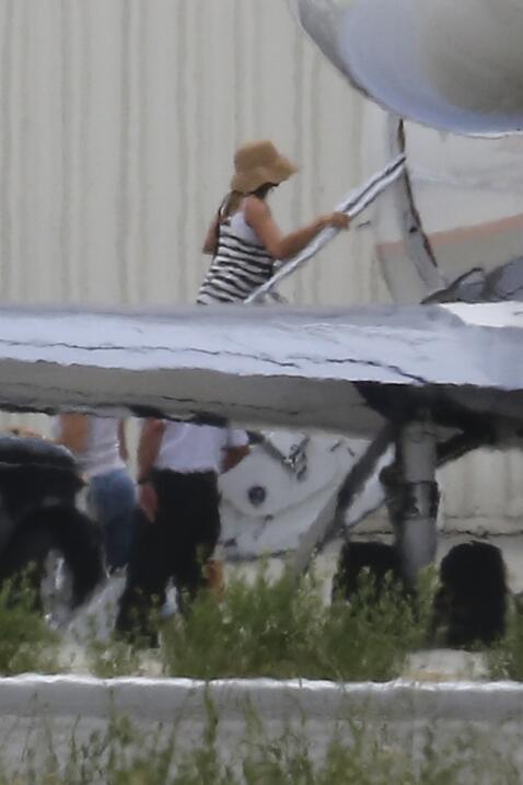 Después de su boda sorpresa, los famosos de fueron en jet privado a Bora...
