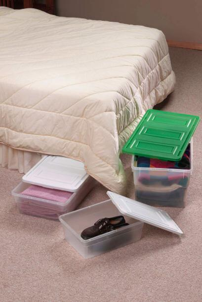 Para ahorrar espacio. Las habitaciones suelen ser pequeñas. Un par de ca...