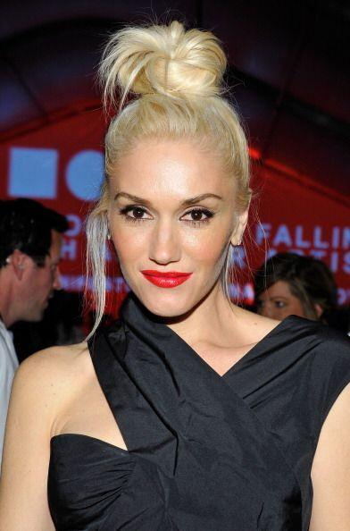 ¡Gwen Stefani no se separa de su labial color rojo! A esta rubia l...