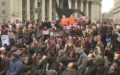 Miles de neoyorquinos se reúnen en Manhattan y Staten Island para orar p...
