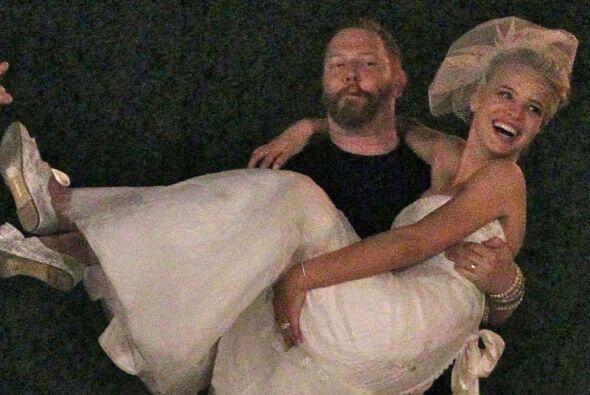 La modelo y el productor se juraron amor eterno en una boda muy rom&aacu...