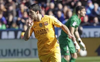 El líder Barca sufre para vencer a Levante