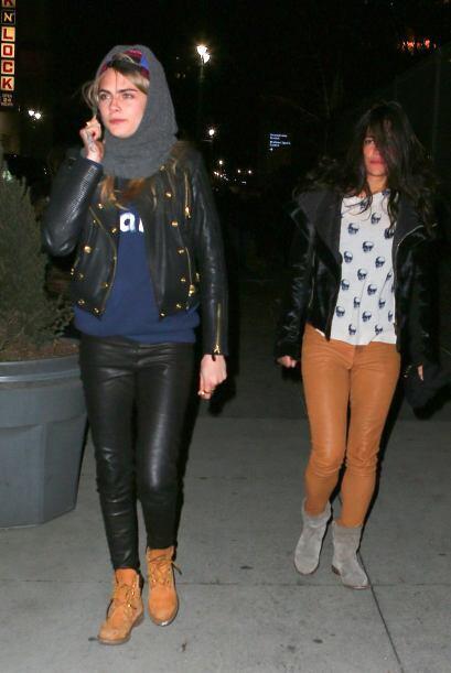 Caminaba por la calles de Nueva York junto a la modelo Cara Delevigne. M...