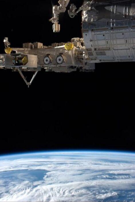 Nuestra Luna es una pequeña uña flotando en el espacio. Fotos: @astro_reid