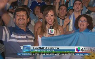 Fanáticos argentinos festejan al máximo el triunfo de su selección