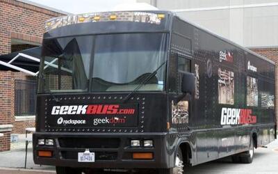 Geekbus es una escuela única: Es un autobús lleno de experimentos que vi...