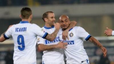 Rodrigo Palacio y Cicero hicieron los goles del Inter ante Verona.