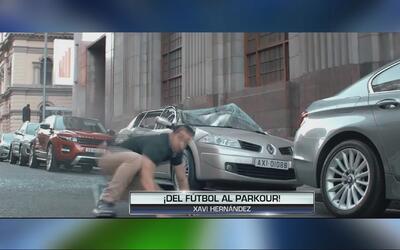 Xavi Hernández muestra sus habilidades en el parkour y hasta se tira por...