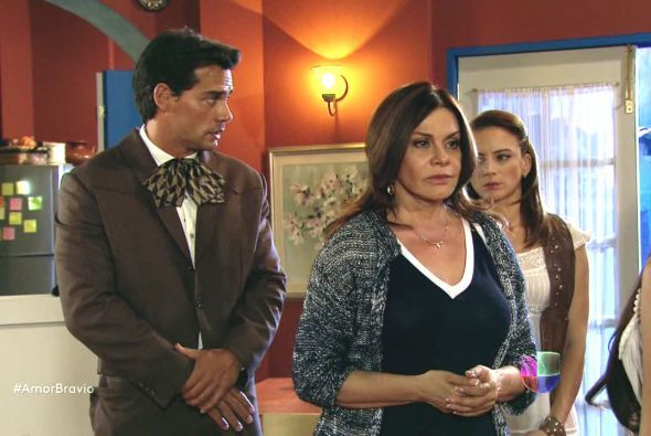 Amanda no sabe qué hacer y había pedido ayuda a Daniel y Camila para hab...