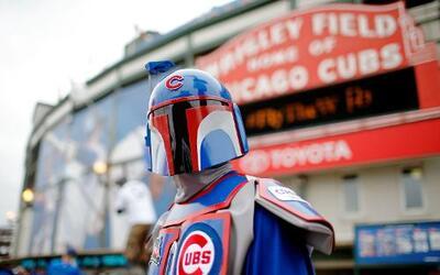Desde temprano Fans los Cubs se dieron cita en el Wrigley Field por el c...