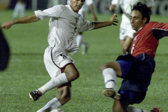 Evelio Hernández, de blanco, es la principal figura del Deportivo...