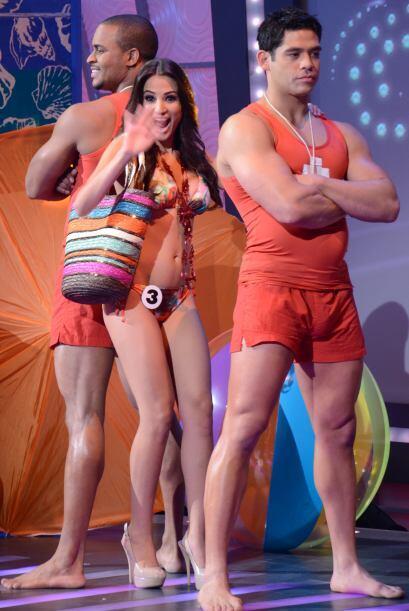 En medio de la presentación no se olvidó de sus seguidores de Univision....