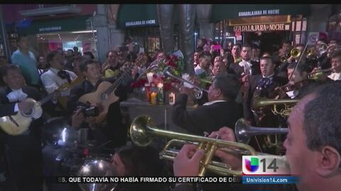Seguidores de Juan Gabriel llegaron a Garibaldi para cantar sus canciones