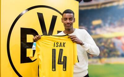 Alexander Isak firma con el Borussia Dortmund