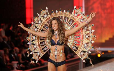 Alessandra Ambrosio VS Fashion Show