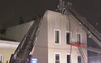 Bomberos controlaron incendio en edificio de la Avenida Morris Park, El...
