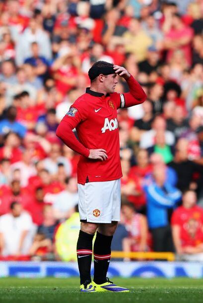 Rooney se lleva las manos a la cabeza. ¿Estará pensando que habrí sido m...