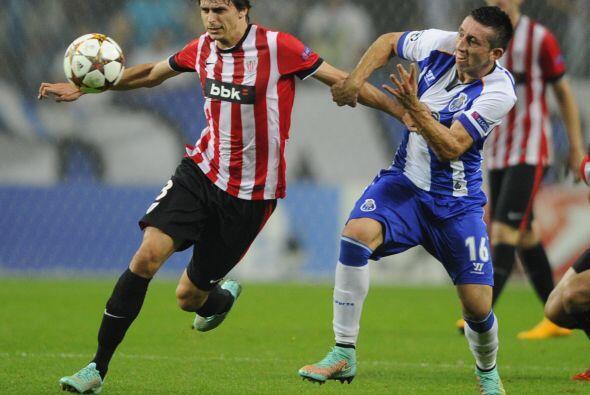 Xavier Etxeíta defensor central del Athletic de Bilbao ha realizado una...