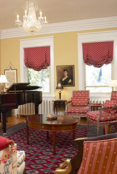 Rojo total. Cortinas, alfombras y tapizados pueden ir de rojo si lo que...