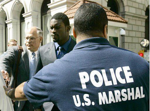 La estrella de la NFL Michael Vick, fue condenado a 23 meses de cárcel e...