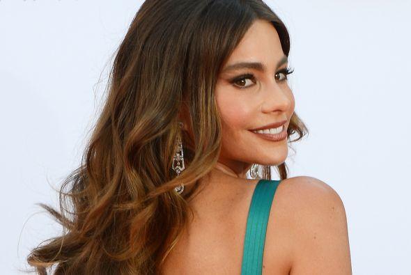 Sofía regresa a la alfombra roja de los Premios Emmy. Mira aquí lo últim...