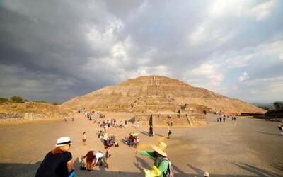 Cada año, dos millones y medio de personas van a admirar las pirámides.