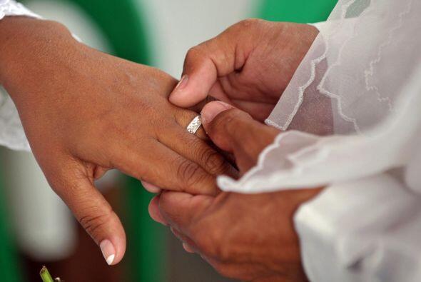 Hay quienes se preguntan si el matrimonio se está convirtiendo en una in...