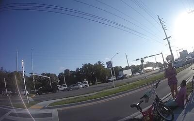 Así fue el encuentro entre un policía de Florida y un hondureño al que a...
