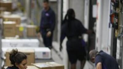 El servicio de correo en el sur de Florida espera procesar dos millones,...