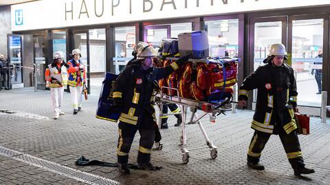 Al menos siete heridos deja un ataque con hacha en estación de trenes en...