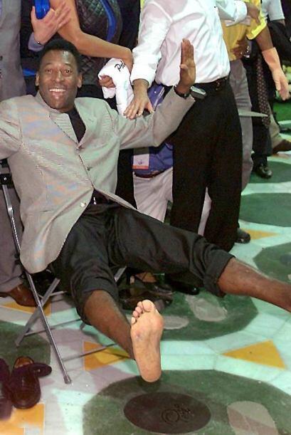 Dejando las huellas de sus pies en el legendario Maracaná.