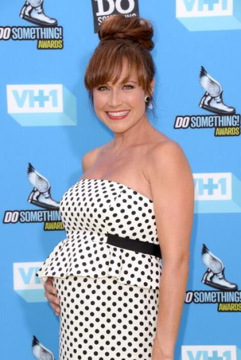 Nikki DeLoach luce radiante durante su embarazo.